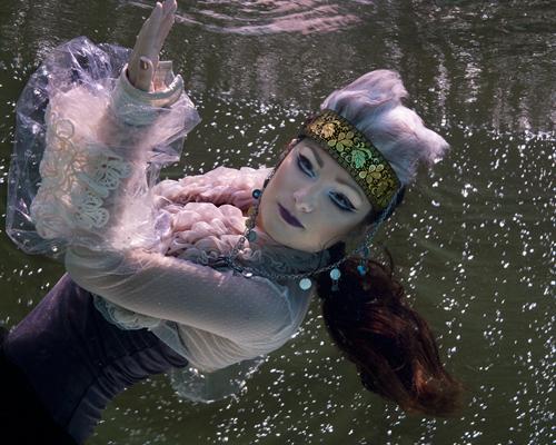 Képek a víz alól - Borzi Vivien fotói - ujdonsagok -