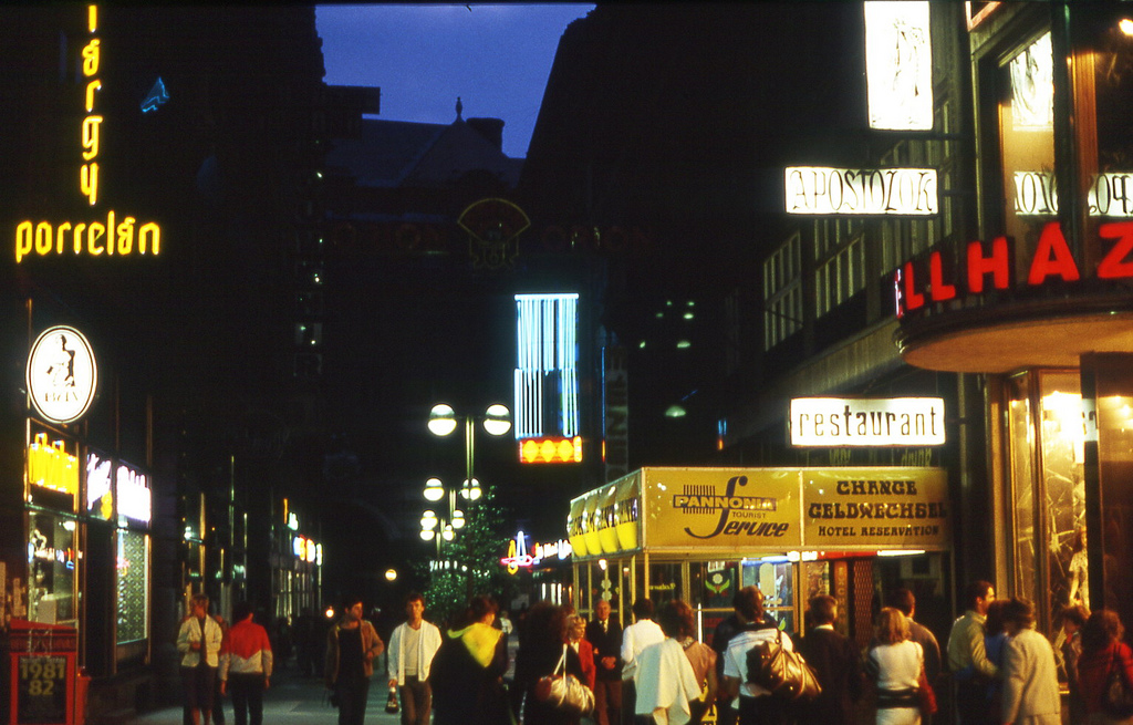 Váci utca és környéke- régen és ma - divat-tortenetek -