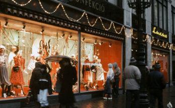 A Luxus áruház története - Vörösmarty tér 3 regénye - retro, kirakat-2, ujdonsagok -