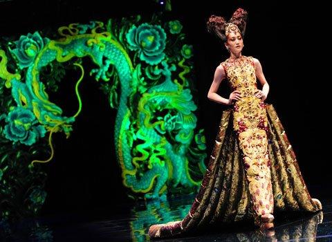 Eredeti divat Kínából- Guo Pei - minden-mas, ujdonsagok -