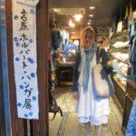 A kékszemű indigóművész meghódítja Japánt