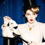Kylie Minogue divatkönyvvel ünnepel