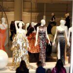 Ballgowns: British Glamour Since 1950- kiállítás a V&A-ben