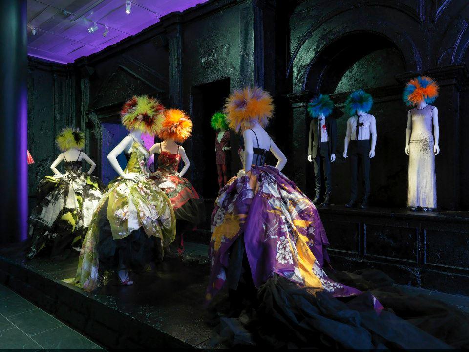 A punkok bevonultak a Metropolitan Museumba- Chaos to Couture - minden-mas, kiallitas, artdesign -