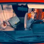 Roberto Cavalli kakassal, és vörös modellel idéz filmeket
