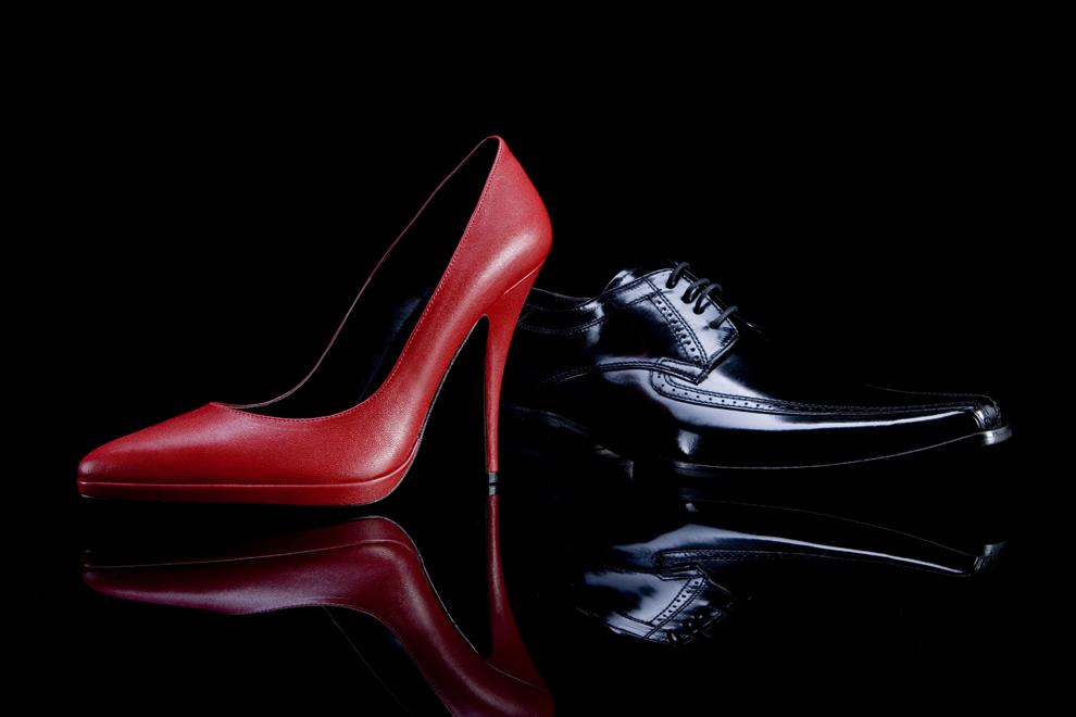 Tűsarok és kamatláb - antropológus a luxuscipők között - minden-mas, konyvajanlo-2, ajanlo -