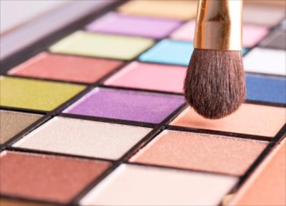 Milyen színű szemhéjpúdert válasszunk a szemünk színéhez? - vendeg-blogger -