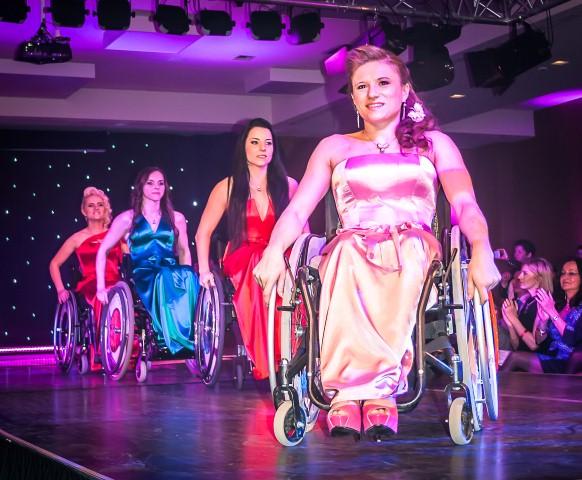 Miss Colours szépségverseny - élménybeszámoló Halász Éva divattervezőtől - minden-mas -
