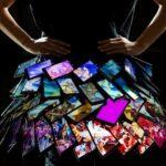 Nokia telefonokból készített ruhát Fyodor Golan