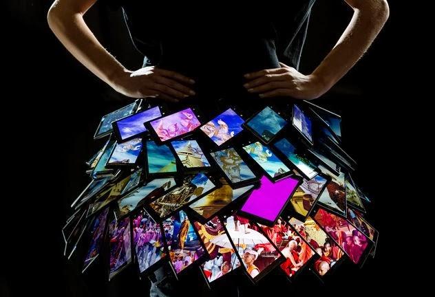 Nokia telefonokból készített ruhát Fyodor Golan - pumpkin-light, minden-mas, ujdonsagok -