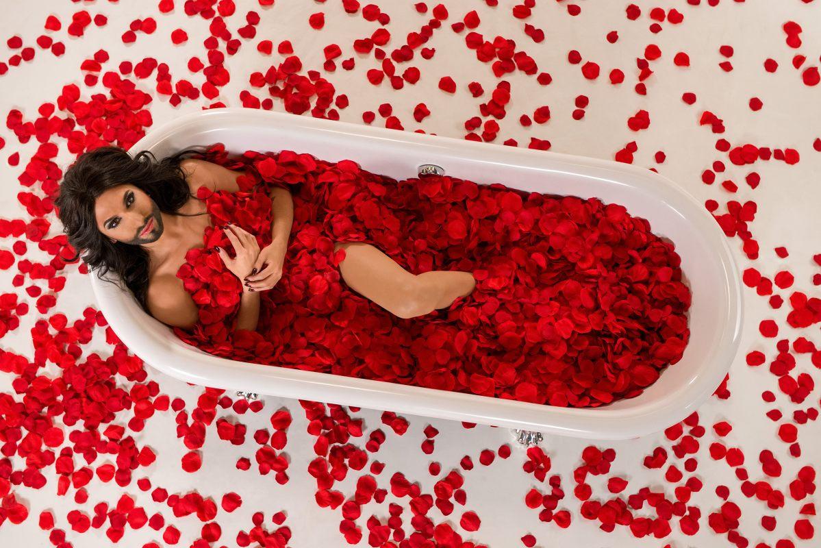 Conchita Wurst a szakállas divatikon - jelmezeksztarok, sztar-hirek, minden-mas -