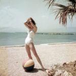 A fiatal Brigitte Bardot fotói Cannes-ból