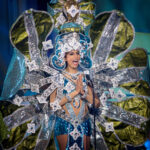 Karneváli felvonulást megszégyenítő jelmezek a Miss Universe nemzeti viseletei közt