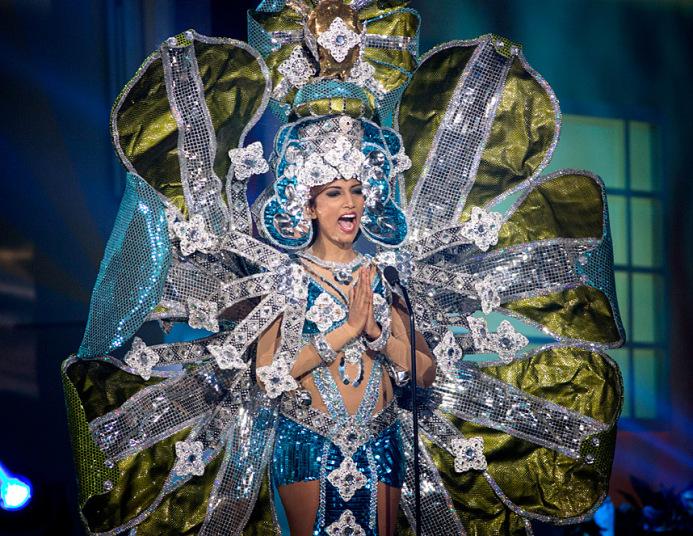 Karneváli felvonulást megszégyenítő jelmezek a Miss Universe nemzeti viseletei közt - voros-szonyeg-2, jelmezeksztarok, minden-mas -