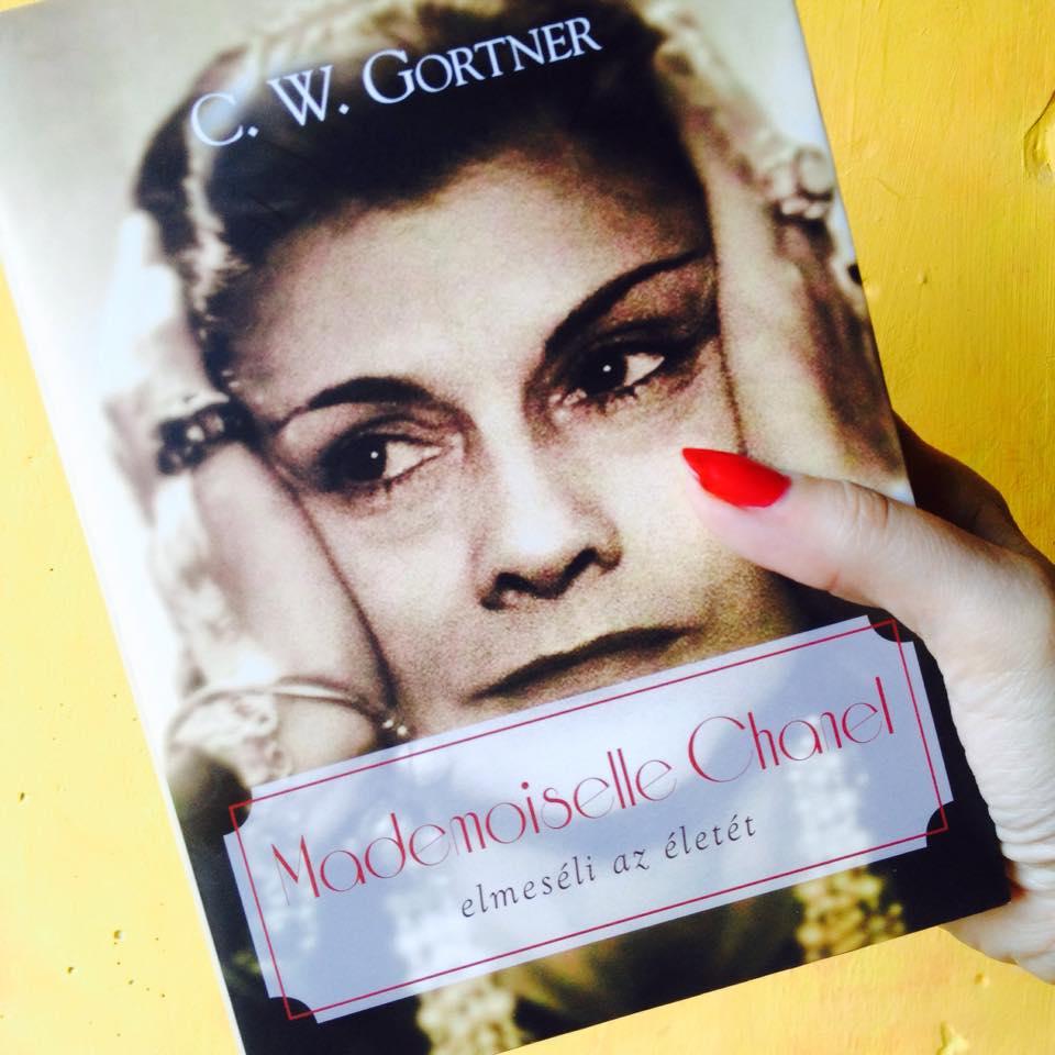 Mademoiselle Chanel elmeséli az életét - könyvajánló - minden-mas, konyvajanlo-2, ajanlo -
