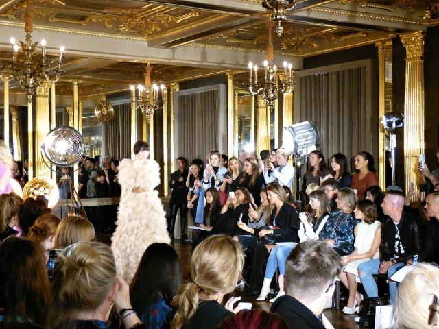 Alapfogalmak a Fashion Week-en, avagy amit sosem mertél megkérdezni, de tudni akartad mit jelent - tavaszi-es-nyari-divat, minden-mas, london-fashion-week, fashion-week, ujdonsagok -