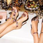 Visszahozza a divatba a cipőklipszeket Jimmy Choo