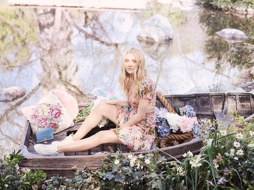 Jimmy Choo új kollekcióját Dakota Fanning reklámozza - kiegeszitok-2, cipo-2 -