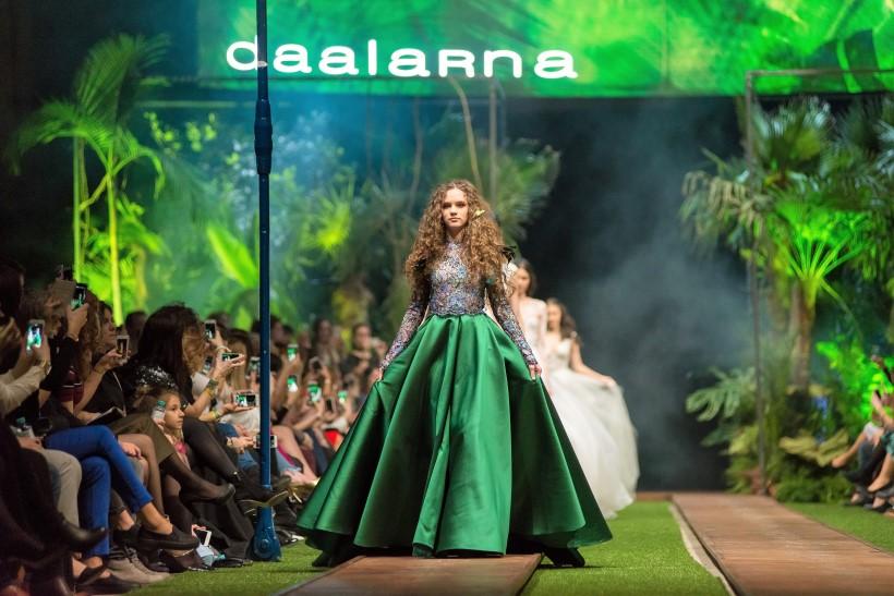 daalarna menyaszonyi kollekció színes esküvői ruha csipke