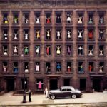 Modellek az ablakban, avagy a híres fotó története