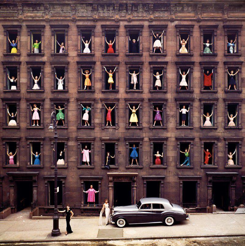 Modellek az ablakban, avagy a híres fotó története - minden-mas, divat-tortenetek -