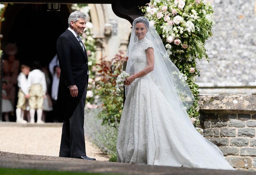 Pippa Middleton esküvőjére brit tervezőtől választott ruhát 93fd10541b