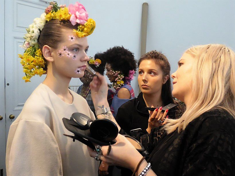 Őszi hippik- A Tata Naka backstage-ben jártam - london-fashion-week, beauty-szepsegapolas -