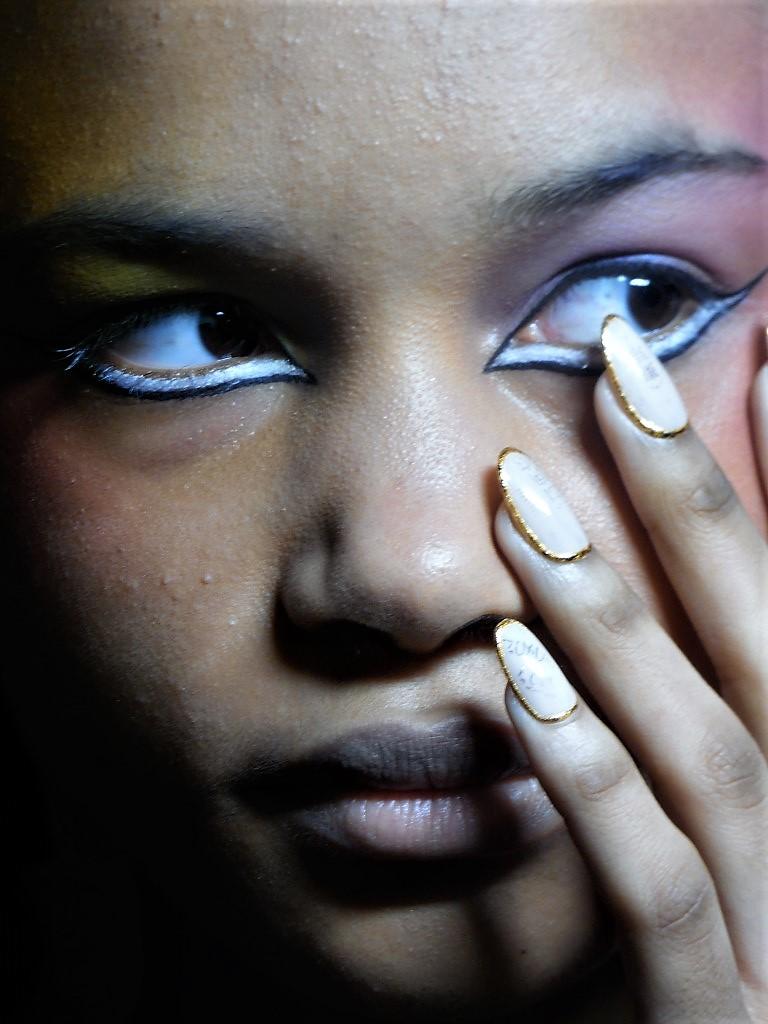 Ryan Lo backstagé-ben jártam a MAC Cosmetics-szel - london-fashion-week, beauty-szepsegapolas -