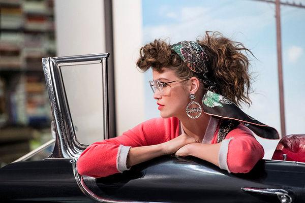 Az ötvenes évek stílusában készült a Chanel új szemüveg kampánya - szemuveg-2, kiegeszitok-2 -