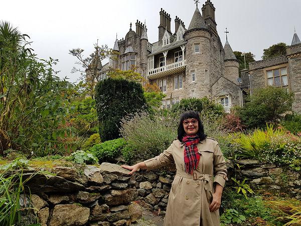 Chateau Rhianfa wales parádi gabriella