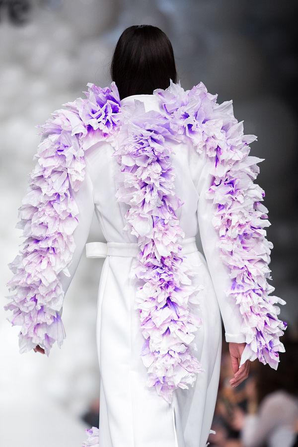 Bráz Noémi papírzsebkendőkből készített kollekciót - magyar-divat, ujdonsagok -
