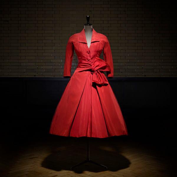 Az év kiállítása Londonban: Christian Dior Designer of Dreams - kiallitas, ajanlo -