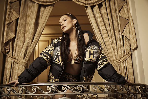 Új kollaboráció a Versace-nál - ujdonsagok -