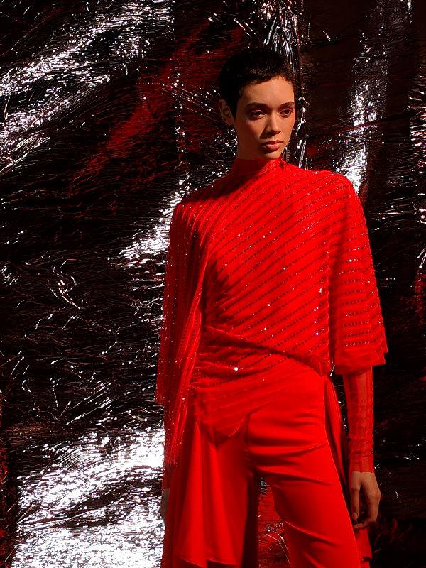 Paula Knorr London Fashion Week AW 19 20 divathét piros ruha