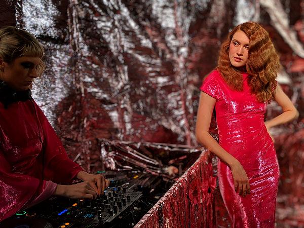 Paula Knorr London Fashion Week AW 19 20 divathét piros fényes ruha