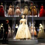 Így készült a Victoria & Albert Museum Dior kiállítása