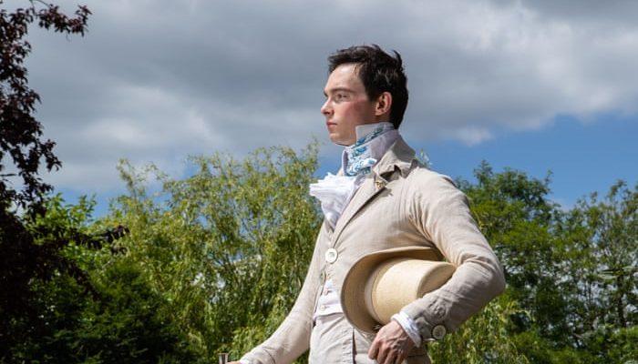 A fiú, aki csak XIX. századi öltözékeket visel - divat-tortenetek, ujdonsagok -