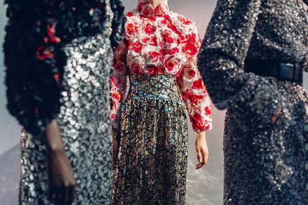 Így készültek Chanel Haute Couture FW 2019-20 kollekciójának darabjai - oszi-es-teli-divat, ujdonsagok -