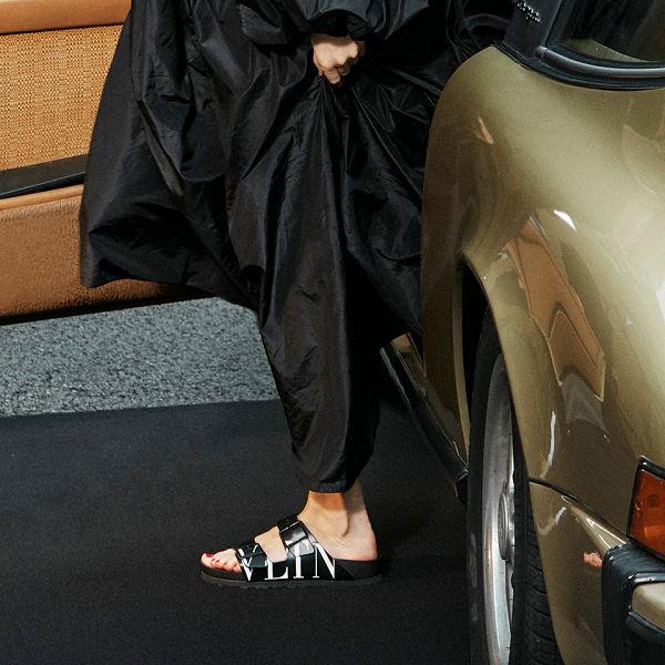 Itt a világvége! Megérkezett a Valentino X Birkenstock együttműködés - tavaszi-es-nyari-divat, ujdonsagok, cipo-2 -