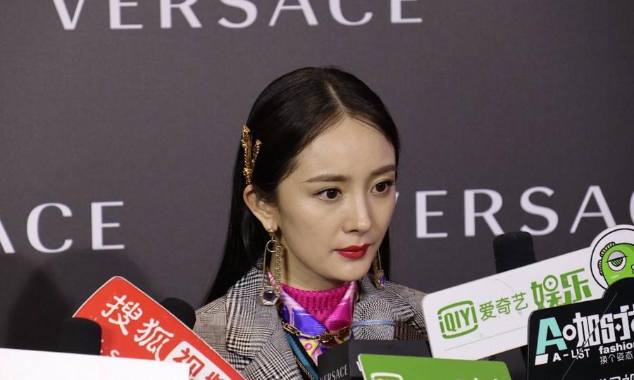 Dolce & Gabbana után a Versace is kihúzta a gyufát Kínánál - ujdonsagok -