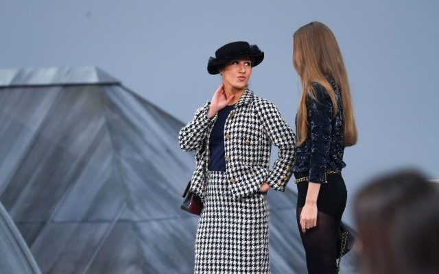French comedian crashes the runway at Chanel's Paris Fashion Week show - fashion -
