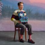 Macaulay Culkin karácsonyi zokni reklámban tűnik fel