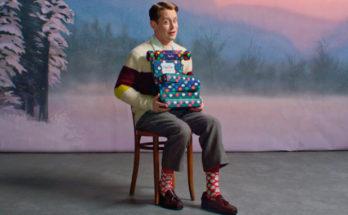 Macaulay Culkin karácsonyi zokni reklámban tűnik fel - ujdonsagok -