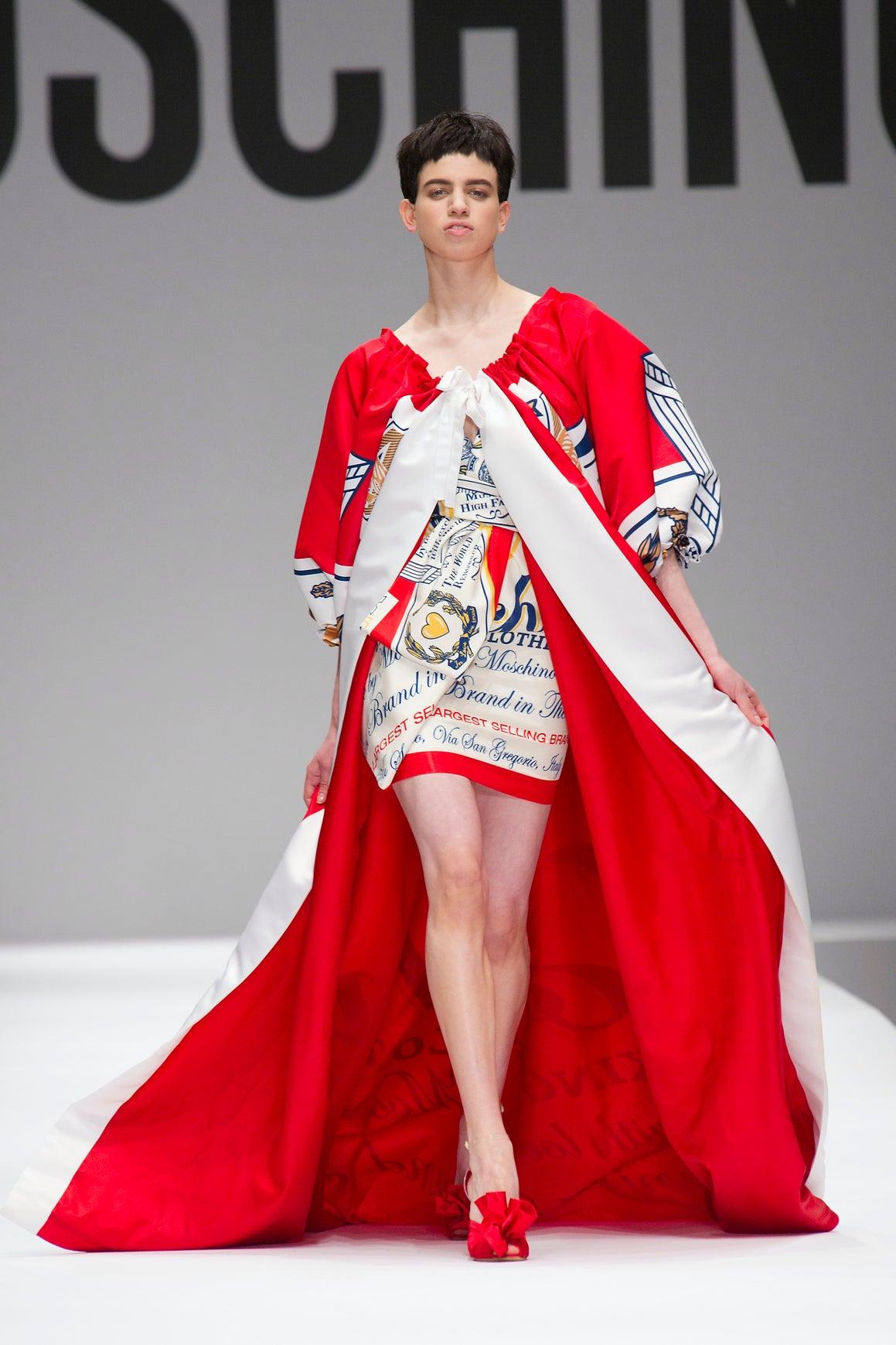 Sör márkával készített kollekciót a Moschino - ujdonsagok -