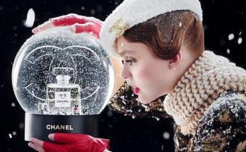 Lily-Rose Depp a Chanel 5 karácsonyi reklámjában cukiskodik - parfum-2, beauty-szepsegapolas -