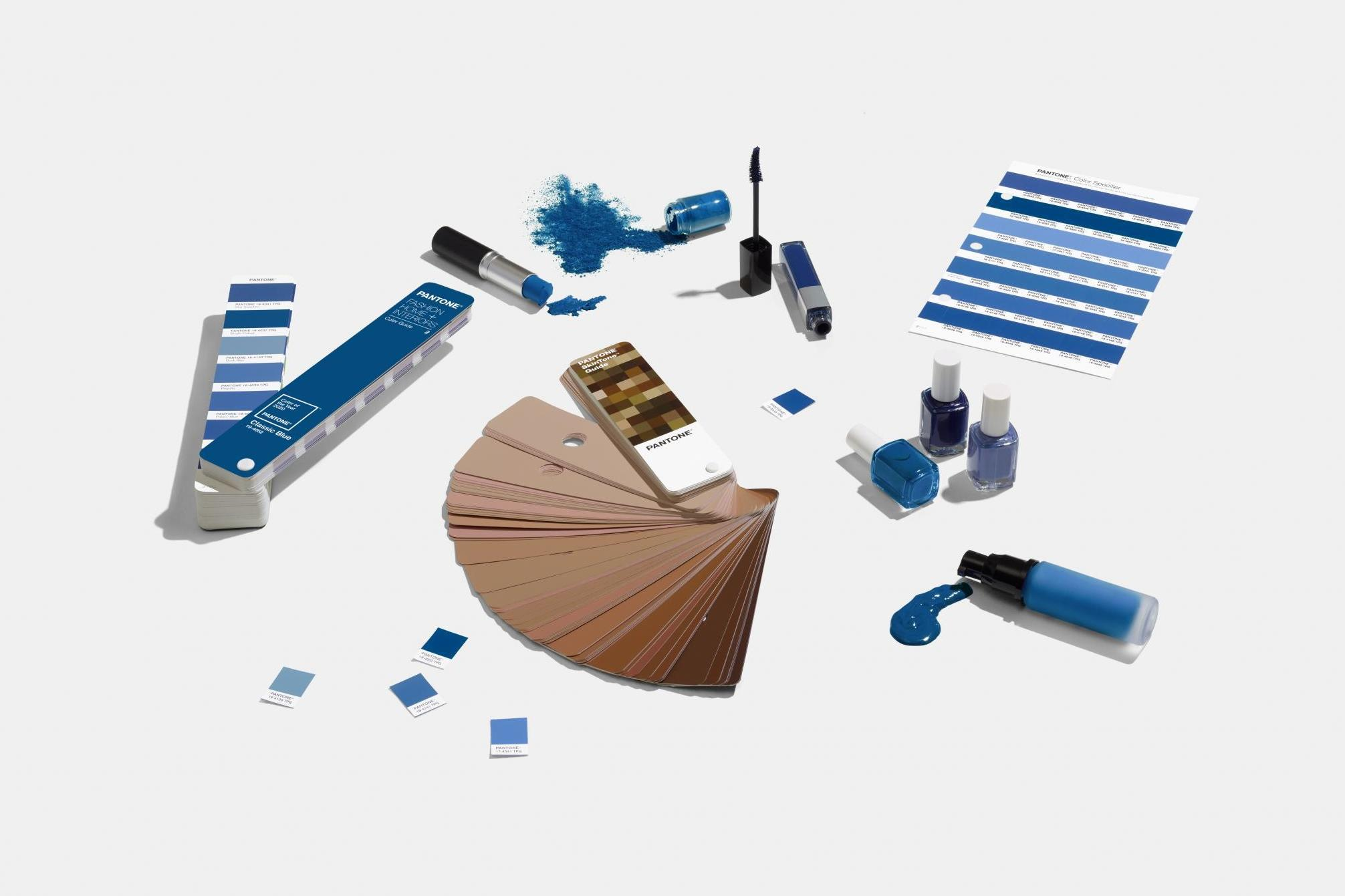 PANTONE 19-4052 Classic Blue is the Pantone Color of the Year 2020 - fashion -