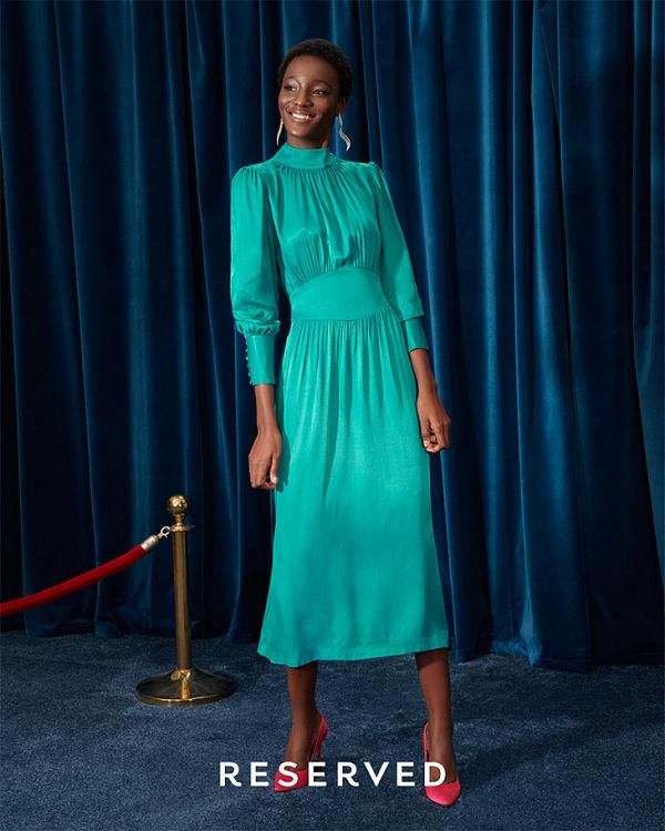 Kék bársony- a nyolcvanas éveket idézi a Reserved ünnepi kollekciója - oszi-es-teli-divat, ujdonsagok -