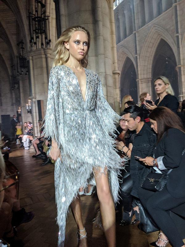 Julien Macdonald X Gabriela - szupermodellek a katedrálisban - uncategorized-hu, london-fashion-week, fashion-week -