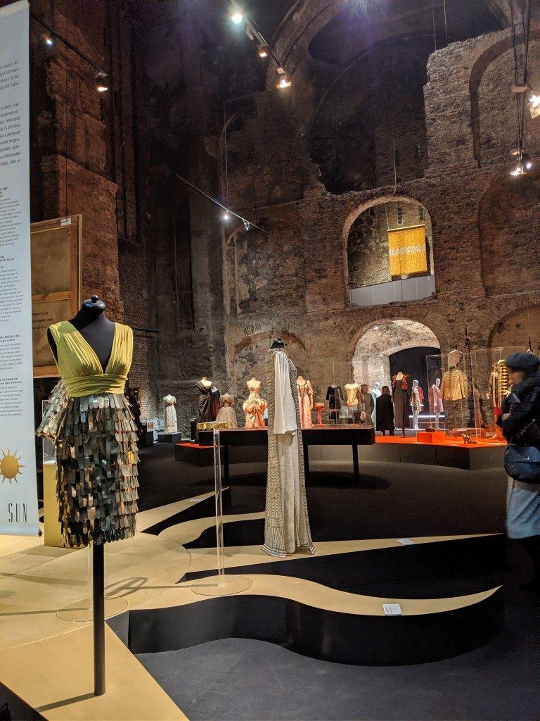 Ragyogj! - kiállítás a csillogó divatról - kiallitas, ujdonsagok -