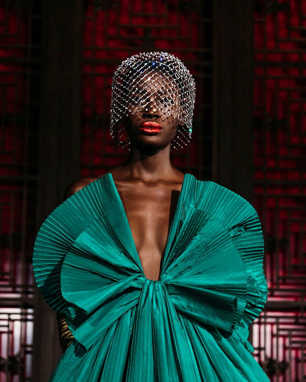 Valentino Daydream, avagy ebből a kollekcióból jött JLo karácsonyi masnis ruhája - ujdonsagok -